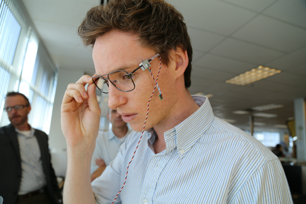"""Theory of Everything"" Actor Eddie Redmayne Tries Out Intel-Designed Technology for Stephen Hawking"